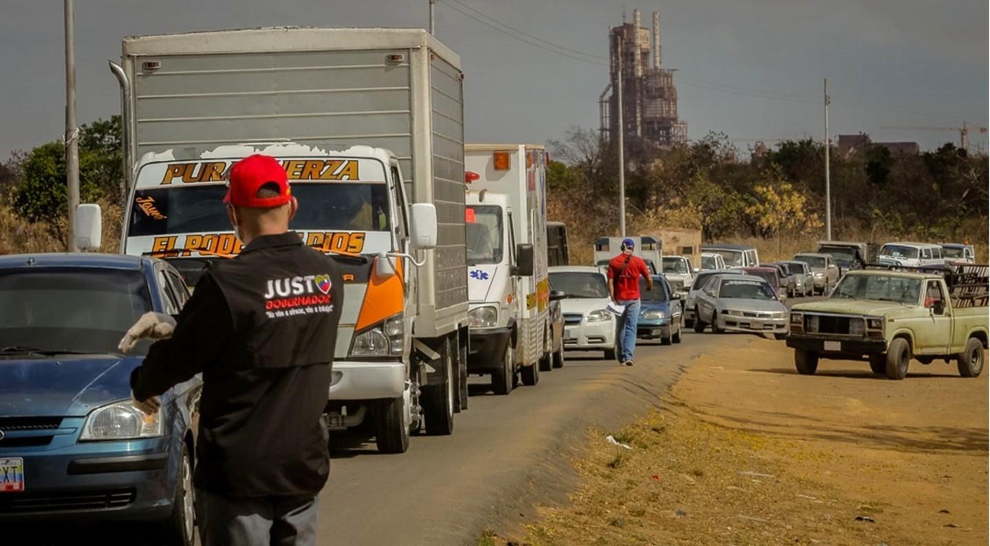 colas suministro-de-gasolina-en-bolivar