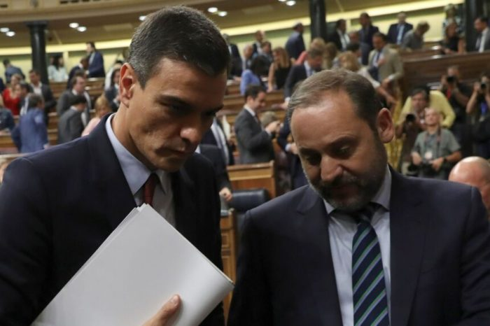 """Pedro Sánchez deja solo a ministro Ábalos en escándalo del """"Delcygate"""""""