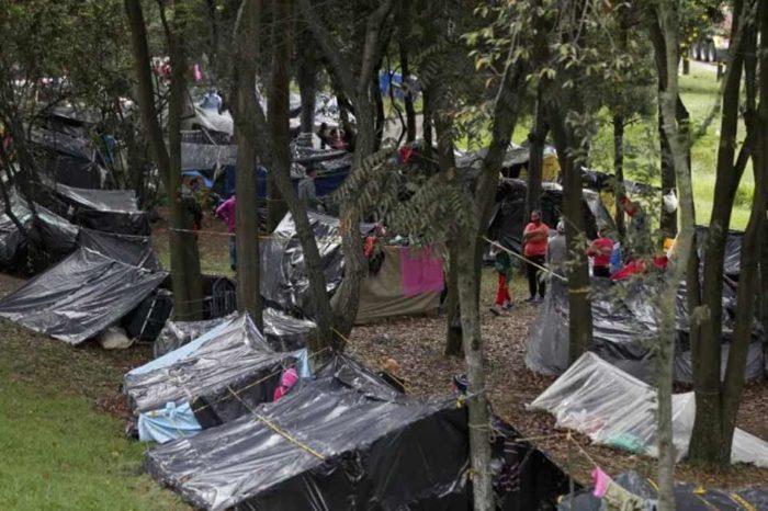 Campamento de venezolanos en Bogotá