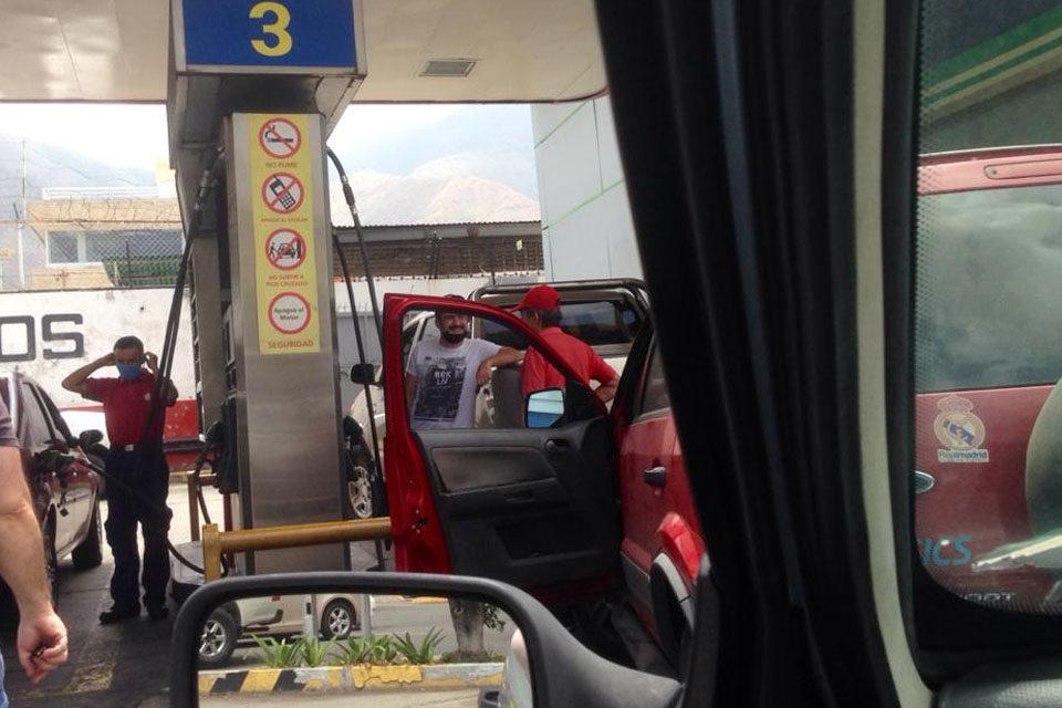 Pago en dólares gasolina