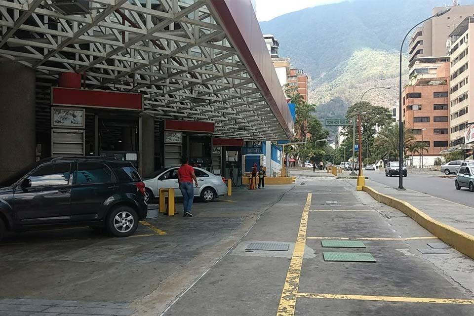 Estación de Servicio Parque Cristal