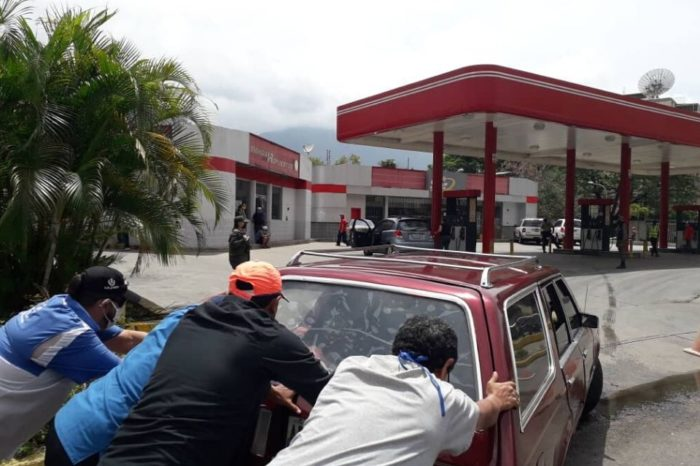 En Lara dos autos se incendiaron tras poner gasolina iraní