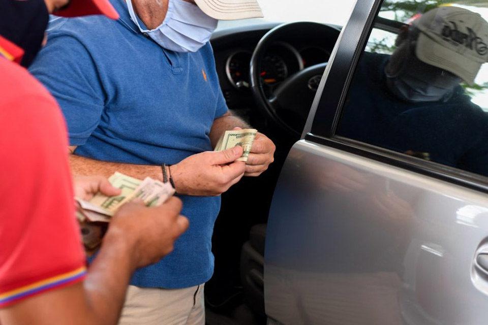 Encuesta gasolina en dólares