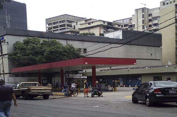 """tachira - Siguen colas por gasolina en el cuarto día de """"nuevo esquema de abastecimiento"""""""