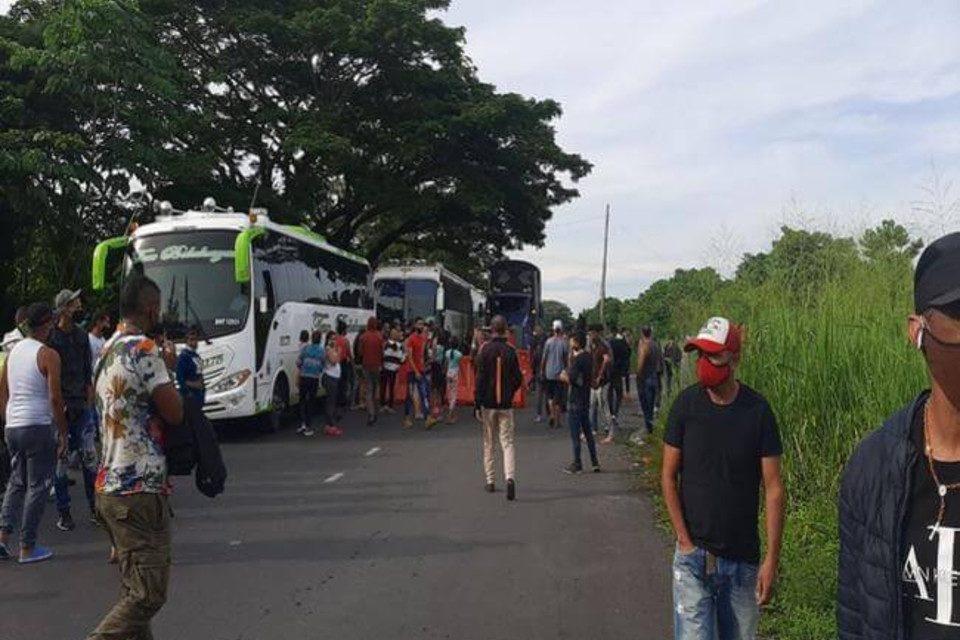 buses_con_venezolanos._foto._policia vía cúcuta