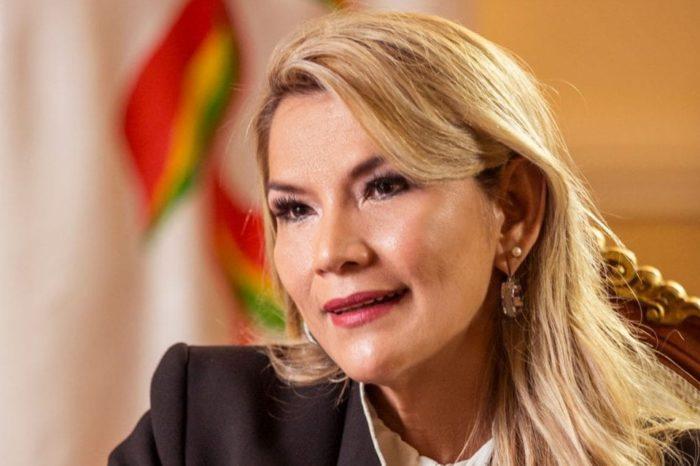 Presidenta interina de Bolivia retira su candidatura de las presidenciales