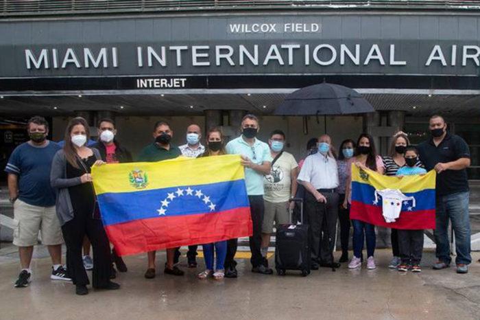 Venezolanos varados en Miami piden a Maduro que abra el espacio aéreo para retornar