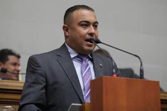 "Diputado suplente Kerrins Mavárez dice que oposición ""negocia"" ir a parlamentarias"