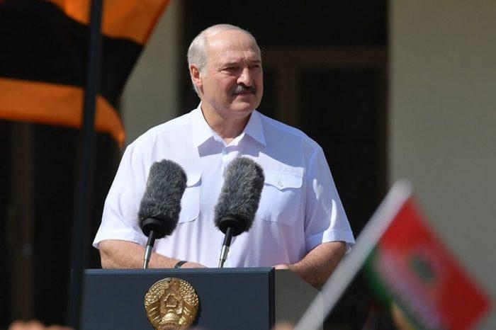 Presidente de Bielorrusia dice que podría compartir el poder y cambiar la Constitución