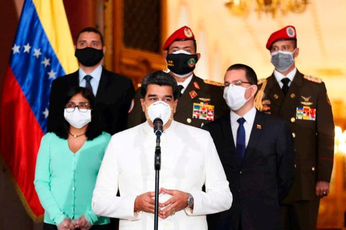 Del coronavirus de la política no nos protege el tapaboca