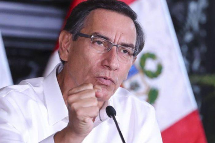 """Parlamento de Perú destituyó al presidente Vizcarra de su cargo por """"incapacidad moral"""""""