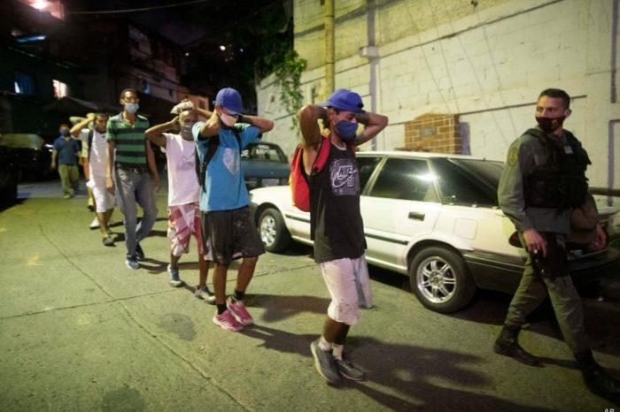 VOA AP bandas policia Venezuela