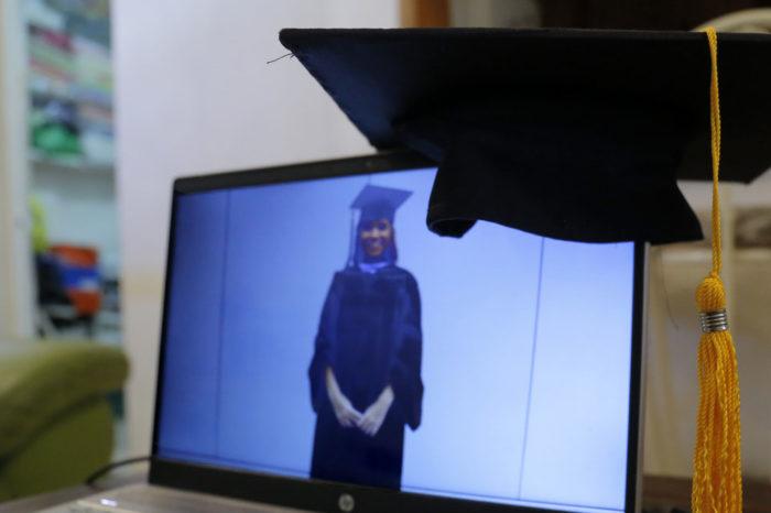 Trámites burocráticos retrasan graduaciones de universidades privadas más que la pandemia