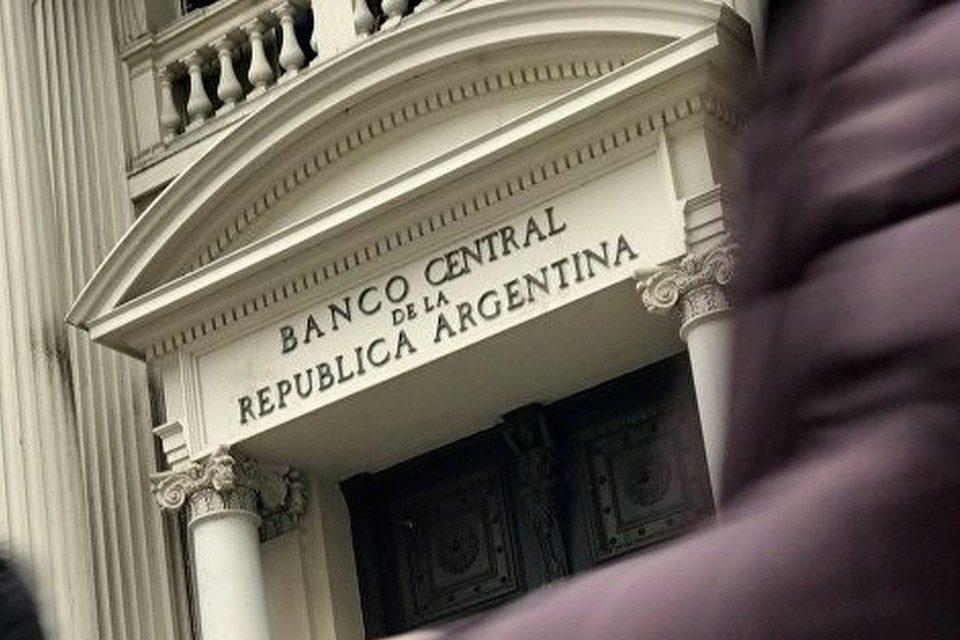 Argentina aumentó restricciones para acceso a dólares al cambio oficial