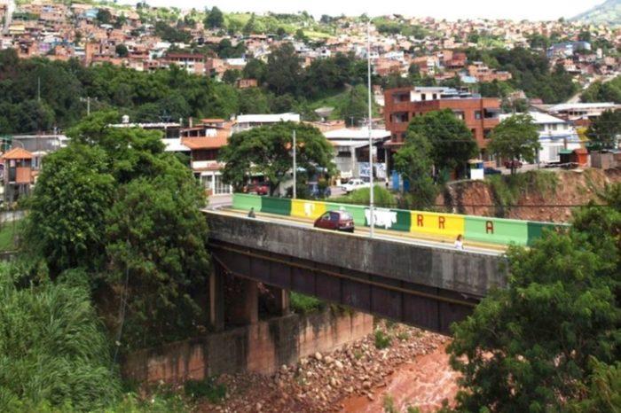 Cuatro años llevan los vecinos de Barrancas en Táchira viviendo entre aguas negras