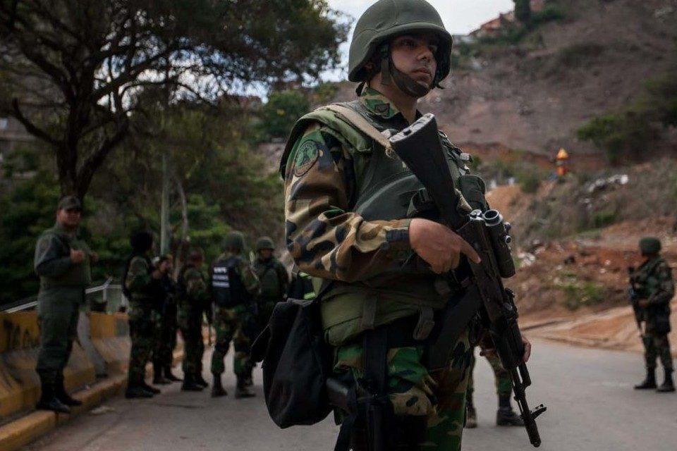 Dos muertos en enfrentamiento de la GN con irregulares en la frontera