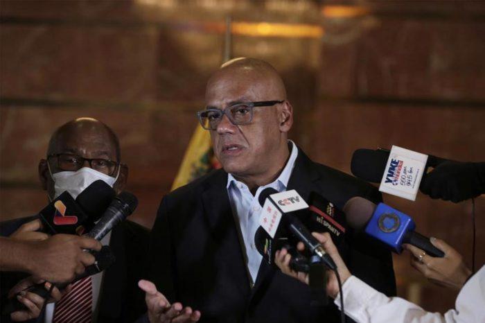 Jorge Rodríguez en la mesita de diálogo