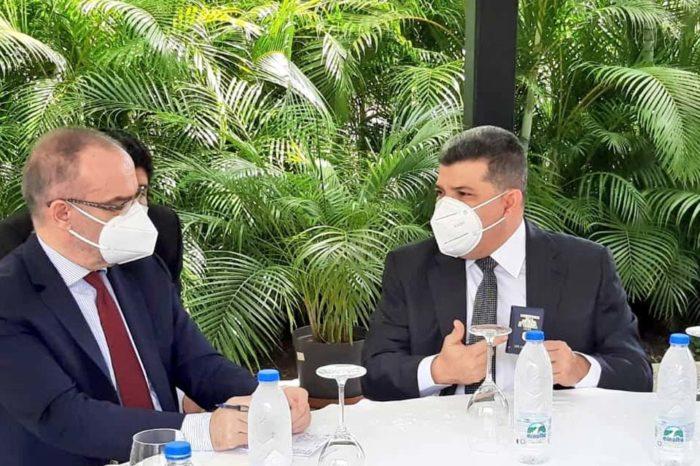 Turquía protagoniza negociaciones sobre el 6D en Venezuela y se reúne con Luis Parra