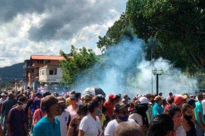 Un régimen tambaleante y un pueblo decidido, por Pedro Luis Echeverría