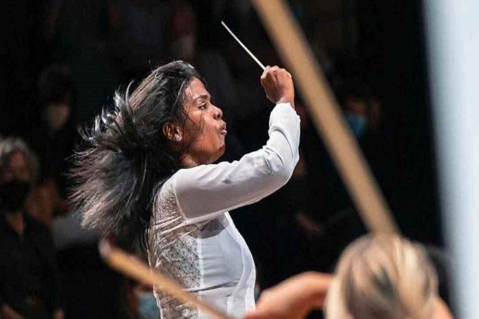 Directora de orquesta venezolana recibe premio en concurso de Filarmónica de París