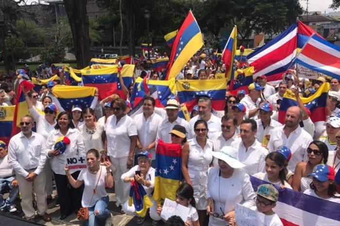 Medio centenar de venezolanos en Costa Rica podría ser deportados