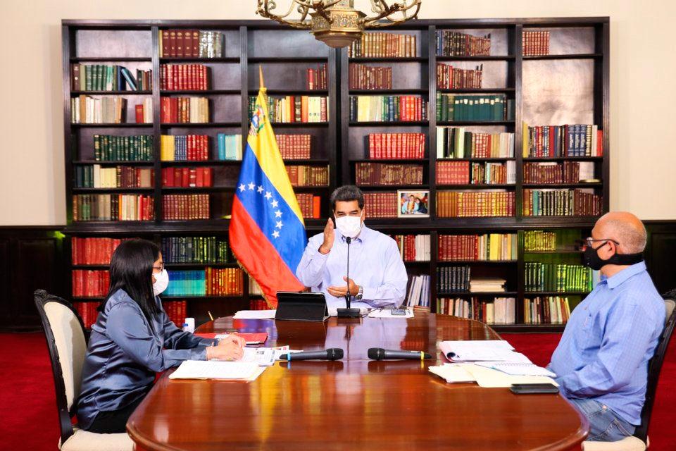 Maduro vacunación