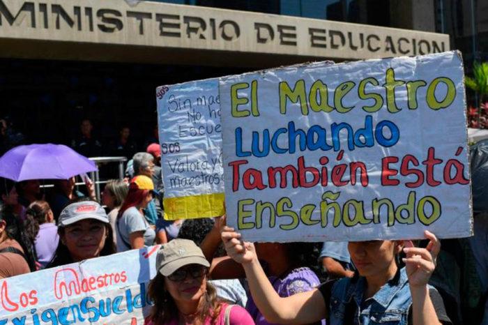 A los maestros y a todos los luchadores por la libertad