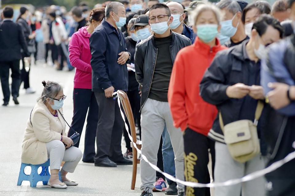 Advierten que perseguir la inmunidad colectiva es un peligroso espejismo