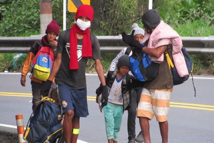 Los caminantes venezolanos aparecen en medio de la pandemia y sus problemas crecen