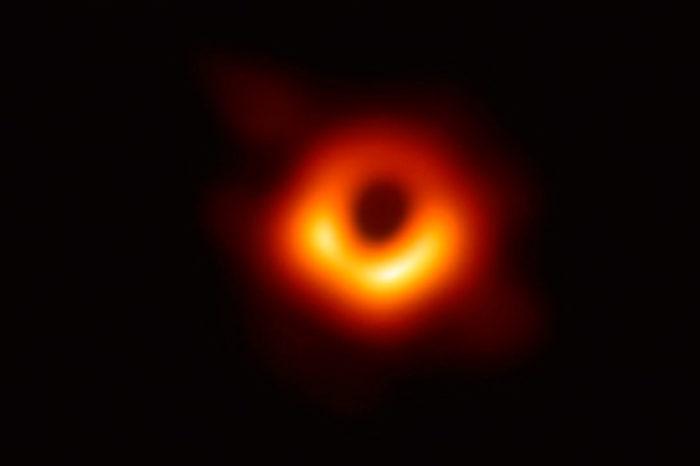 Los agujeros negros del espacio infinito