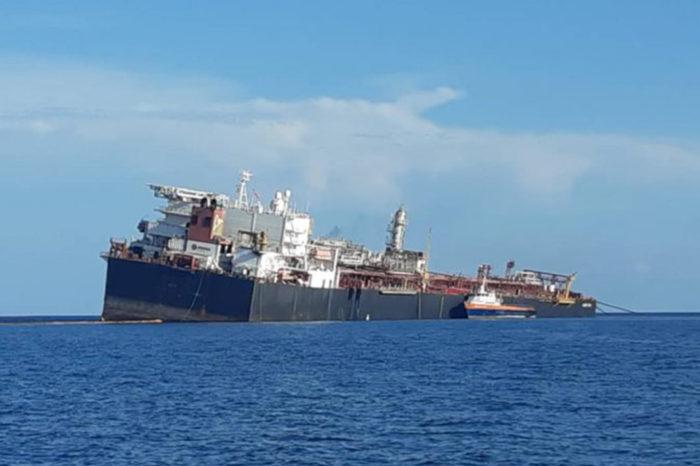 Pdvsa envía embarcación para descargar petróleo del Nabarima en mar abierto