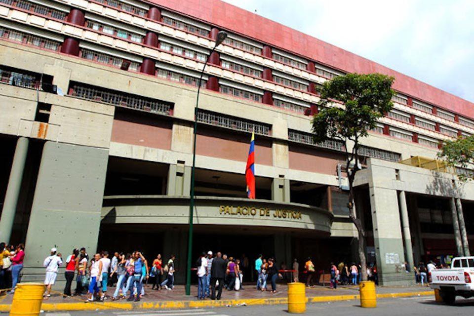 Roland Carreño es trasladado al Palacio de Justicia