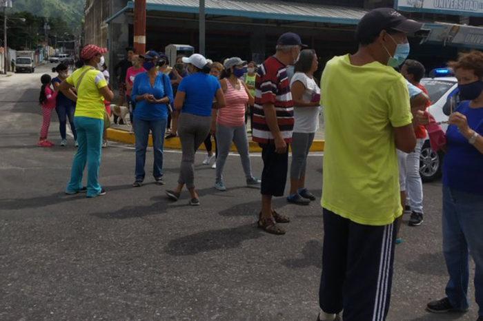 """""""¿Qué Navidad?… Aquí no hay nada"""": cuestionan manifestantes en Aragua"""