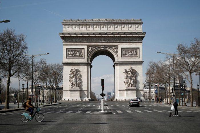 Evacuan Arco del Triunfo y zonas cercanas a la Torre Eiffel por amenaza de bomba
