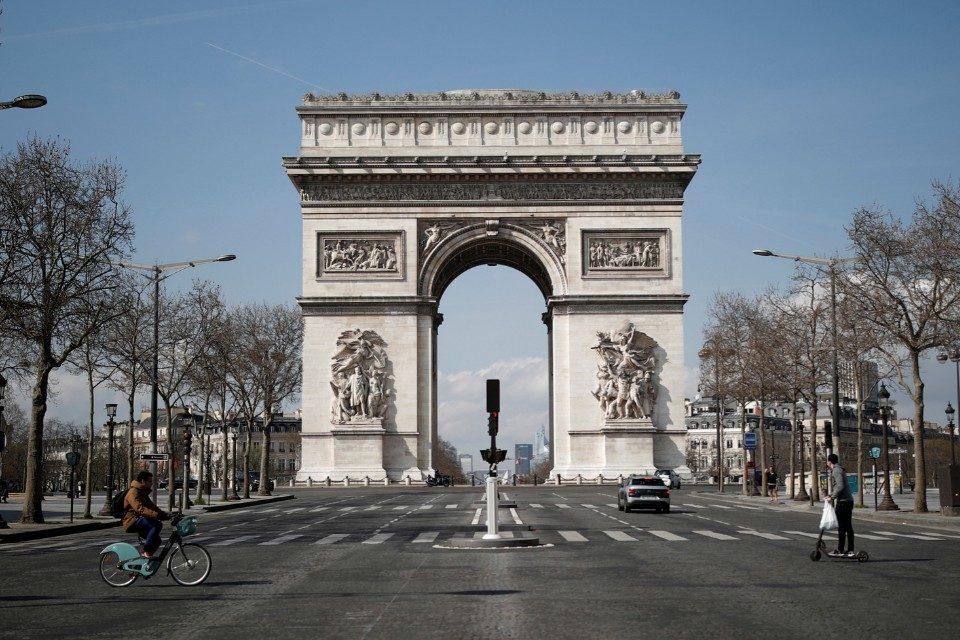 Arco del Triunfo - Francia - Bomba