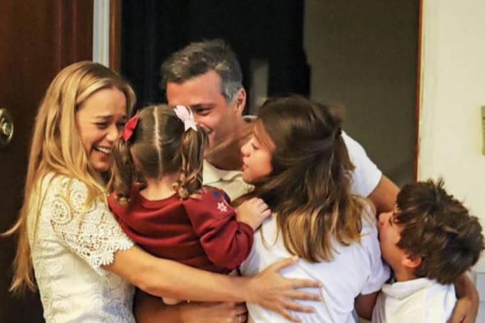 Leopoldo López llegó a Madrid este domingo #25Oct y se reunió con su familia