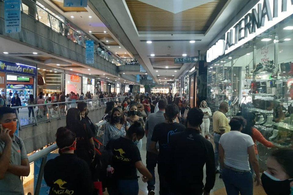 Centros comerciales flexibilización Maduro