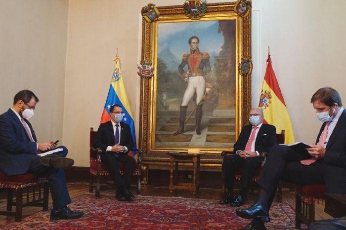 Arreaza recibió cartas credenciales del encargado de Negocios de España