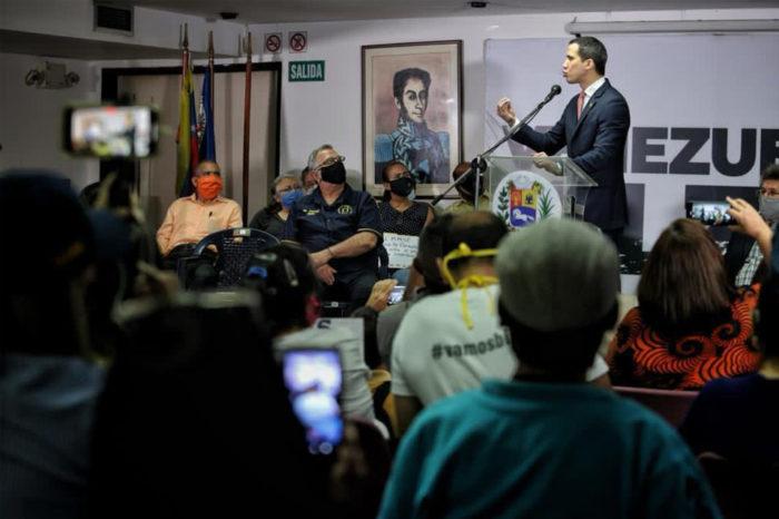 Juan Guaidó pide a docentes promover campaña de la consulta popular