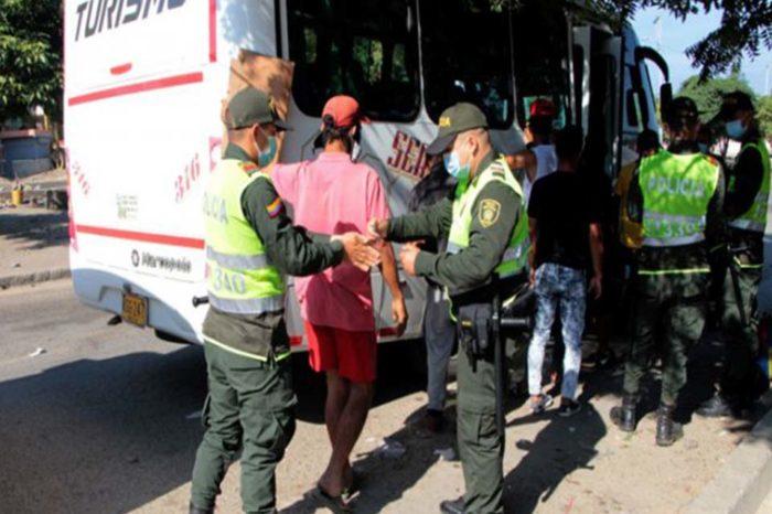 Migrantes detenidos por violar covid-19