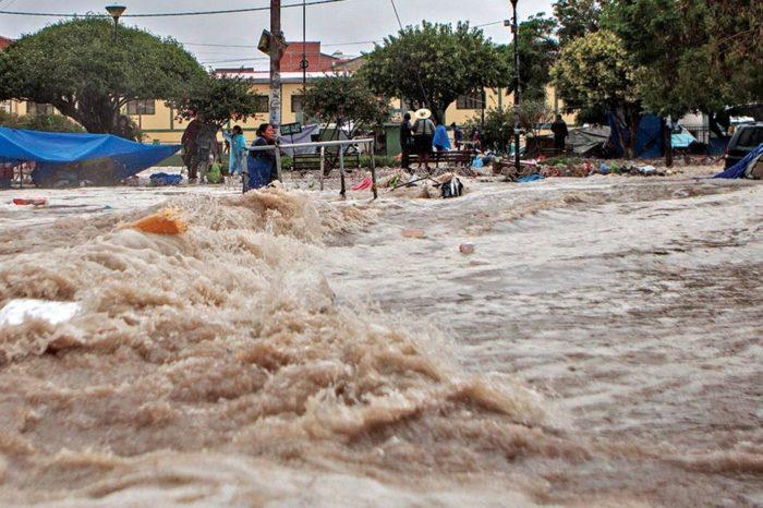 Cuatro fallecidos tras fuertes lluvias y granizo en capital de Bolivia
