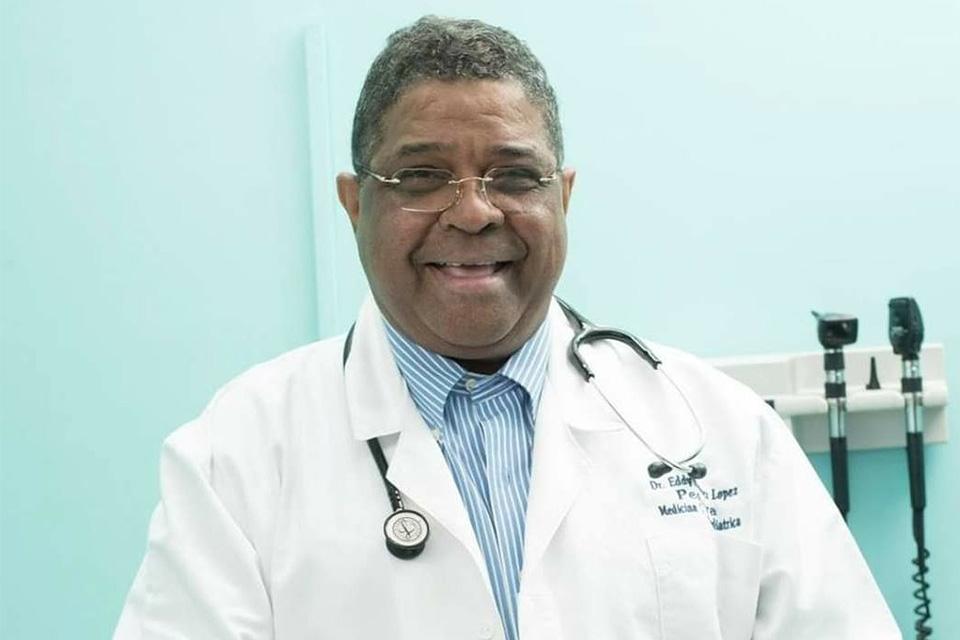 Médico pediatra e intensivista Eddy Ramírez