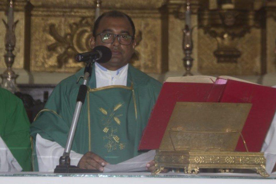 Monseñor Coro Robert Medina Lazaro