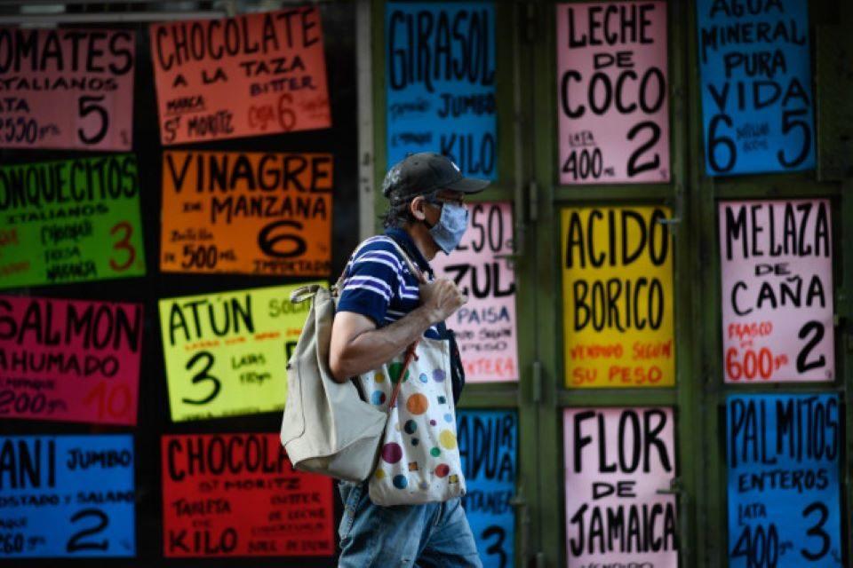 Hiperinflación arranca el año con fuerza y analistas prevén que cierre en torno a 2.000%