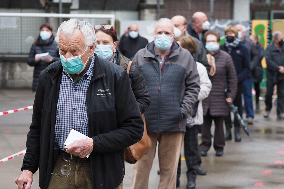Cataluña acude a unas elecciones marcadas por la pandemia