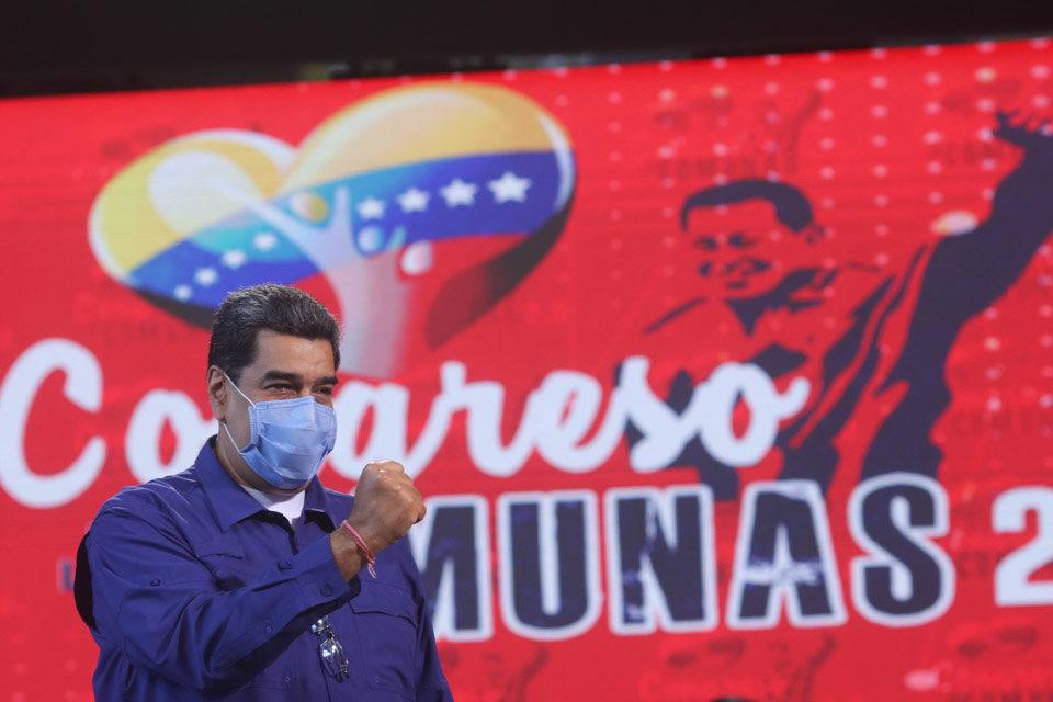 Nicolás Maduro entrega proyectos comunales a la AN