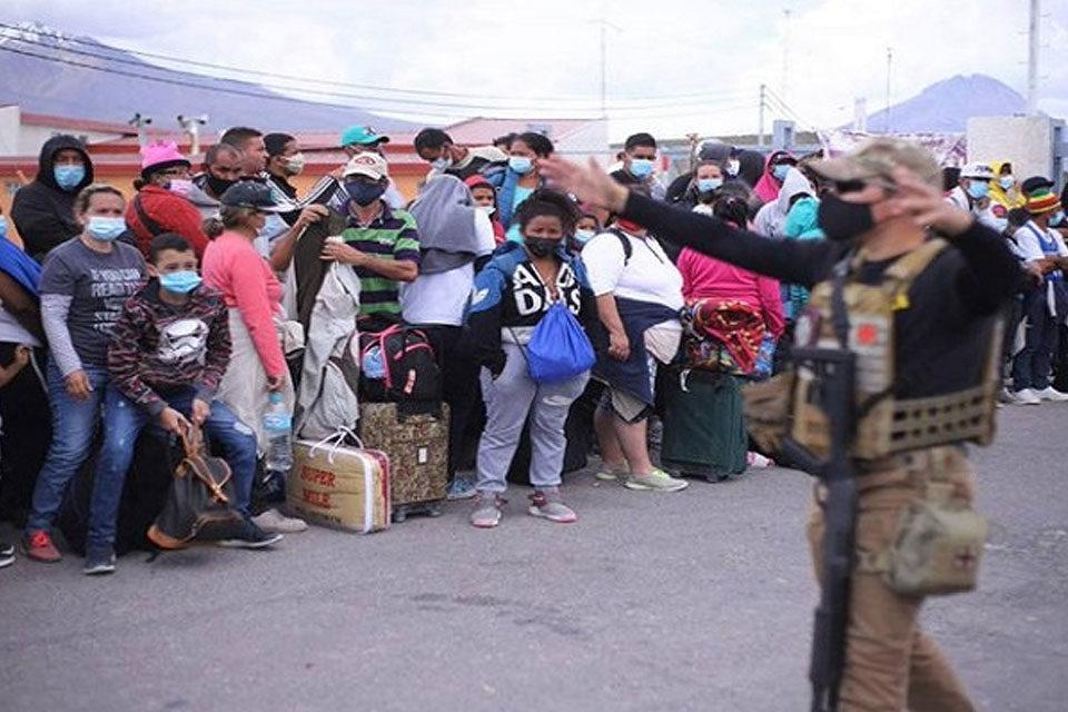 Venezolanos en Oruro hacia Chile