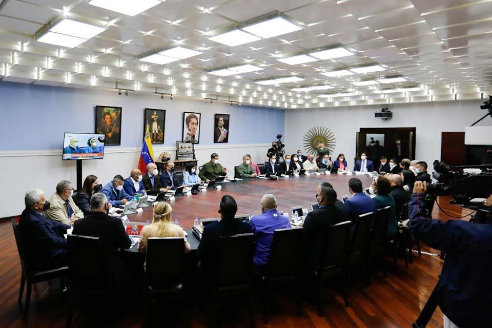 Maduro evalúa plan legislativo de su AN