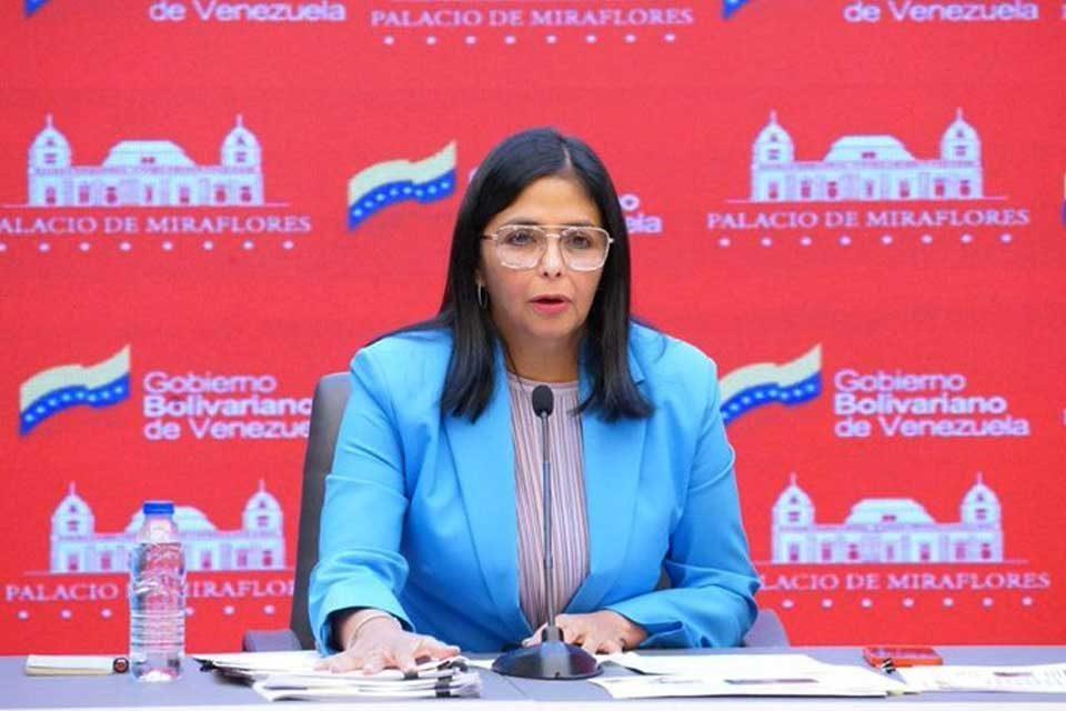 Delcy Rodríguez vacuna AstraZeneca