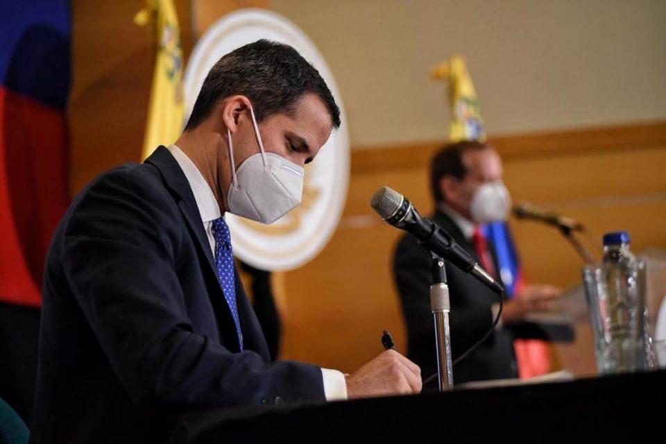 Juan Guaidó firma acuerdo para importar vacunas mediante el mecanismo Covax gobierno interino